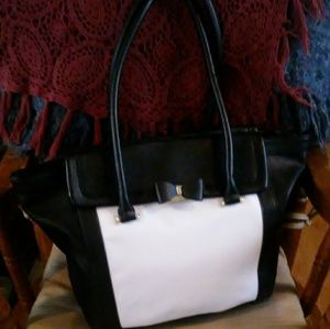Lulu Guinness Bag ( Like new)